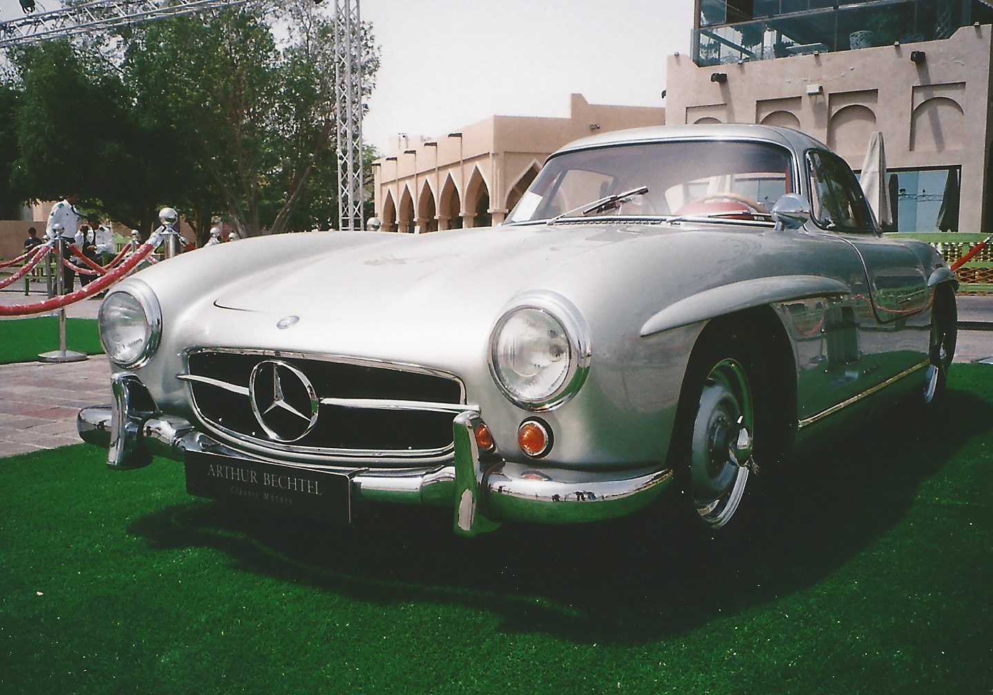 Qatar concours d elegance doha 2016 mercedes benz 190 for Mercedes benz clubs